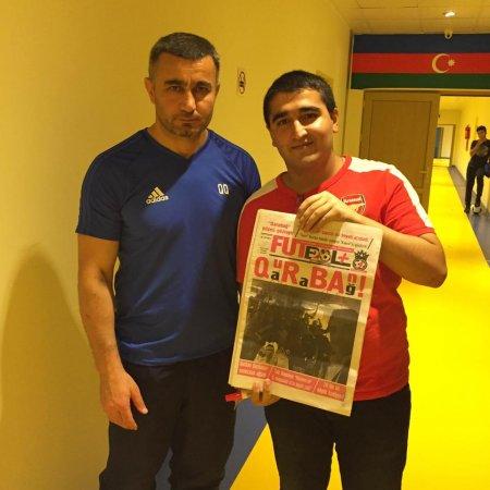 """Tarixi sayı """"Qarabağ""""ın bütün heyətinə imzalatdıran oxucu"""