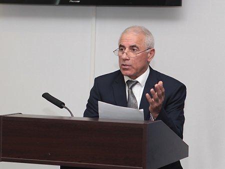 Oqtay Abdullayev veteranları Bakı Biznes Mərkəzinə yığır